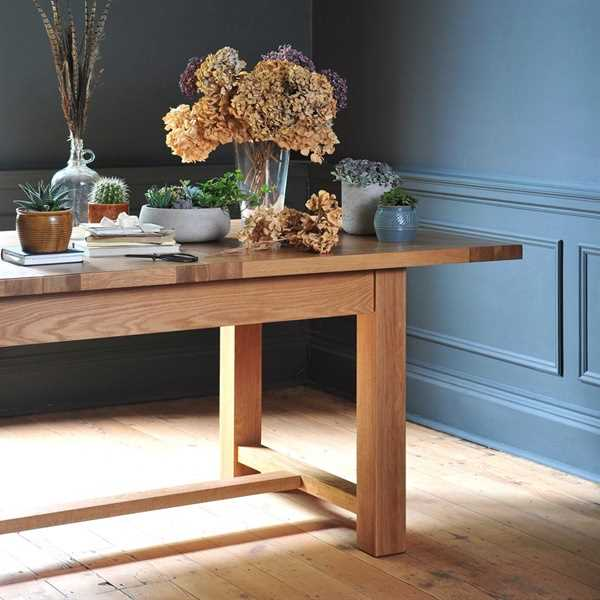 Light Oak 180-220-260cm Ext. Dining Table